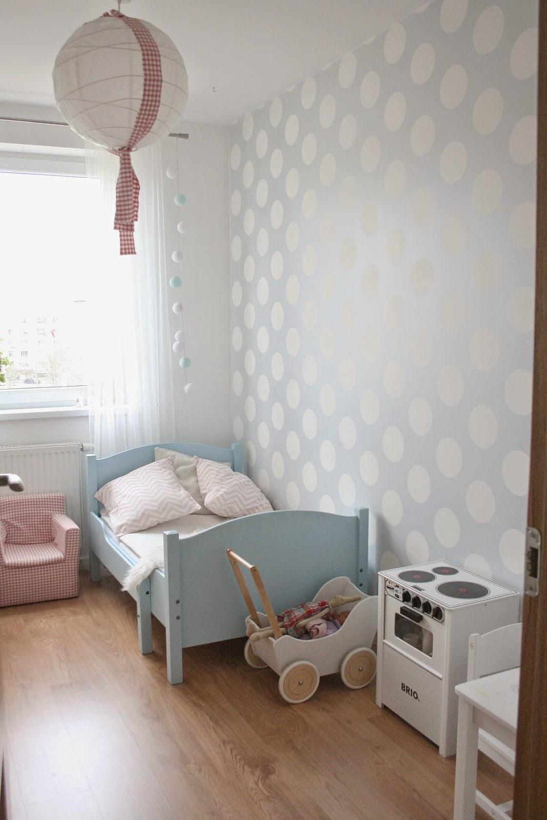 Nowe łóżeczko w pokoju Zosi